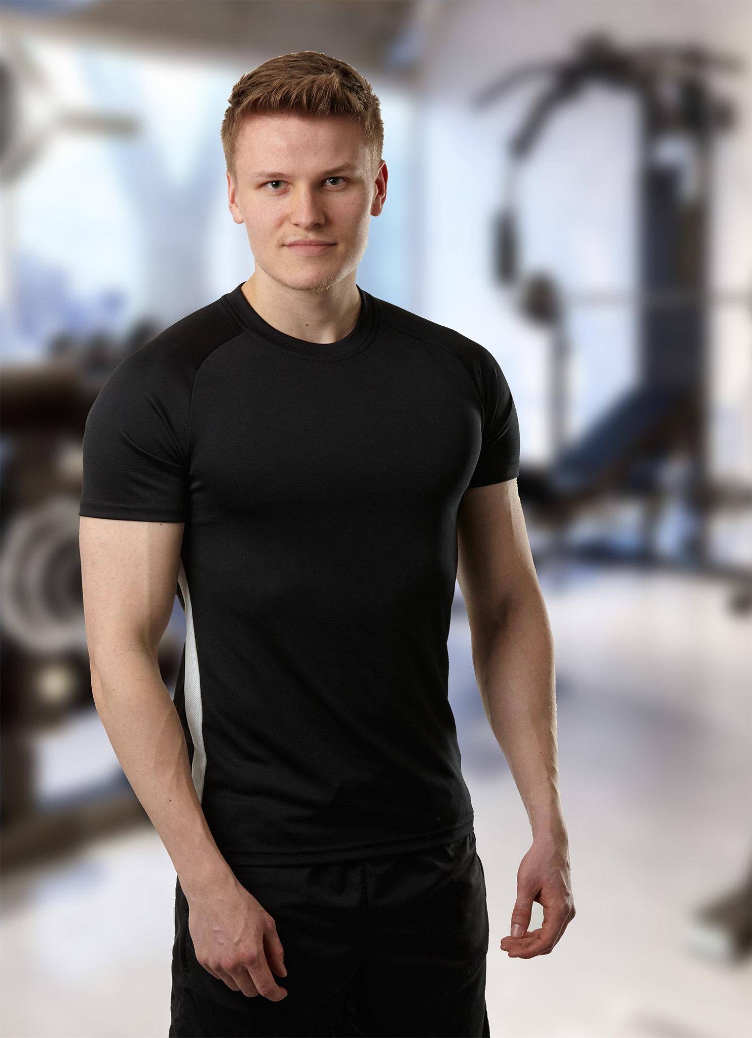 Personal Trainer Steven Böhm im Fitnessstudio